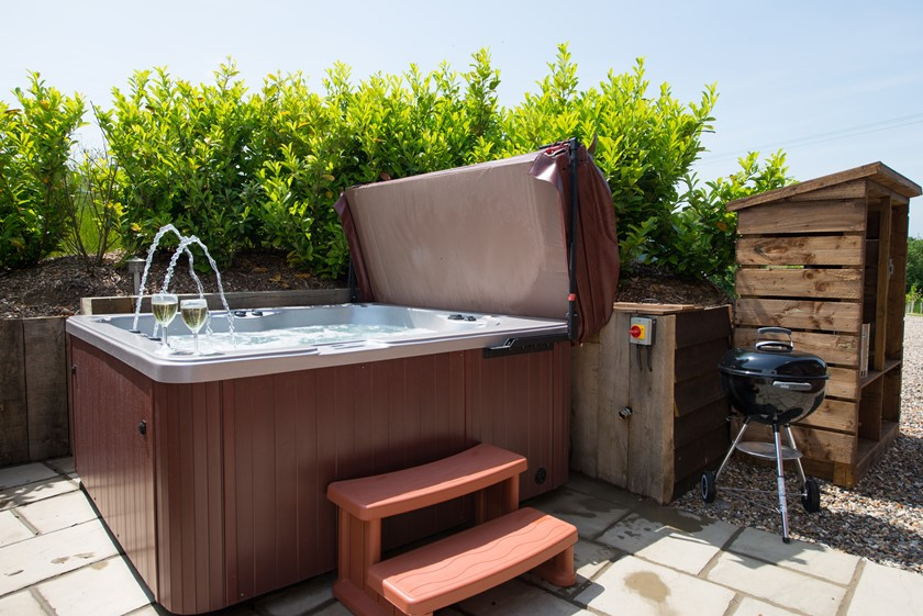 Hot-Tub-and-BBQ